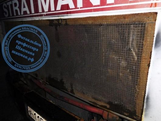 Дополнительная сетка на радиаторе самосвала SHACMAN