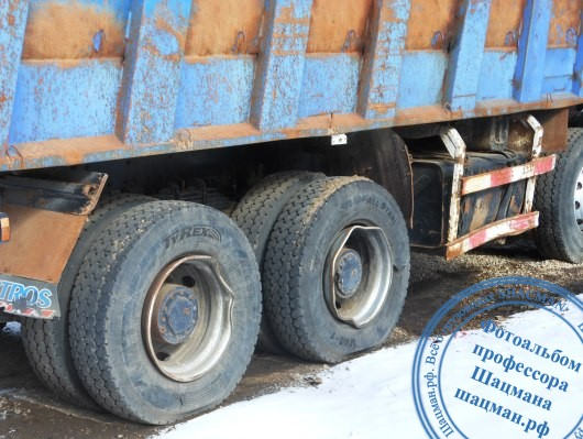 Повреждения колесных дисков на самосвале SHACMAN